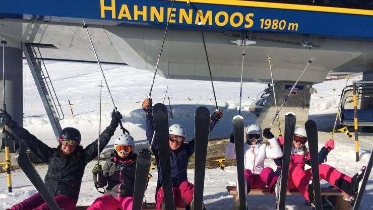 Schneesportlager in Adelboden: Die Lieblingsfarbe der Mädchen sticht ins Auge.