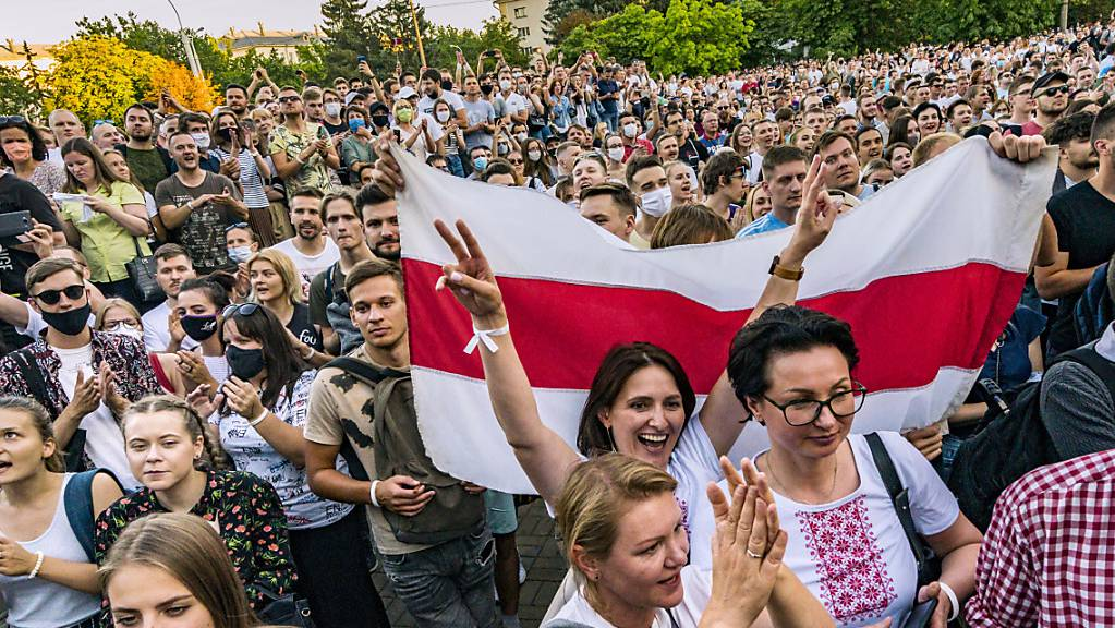 Anhänger der Präsidentschaftskandidatin Tichanowskaja bei einer Demonstration in Minsk. Foto: Celestino Arce Lavin/ZUMA Wire/dpa