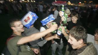 Ausgang und Alkohol sorgen während der Pubertät in vielen Familien für Ärger (Symbolbild).