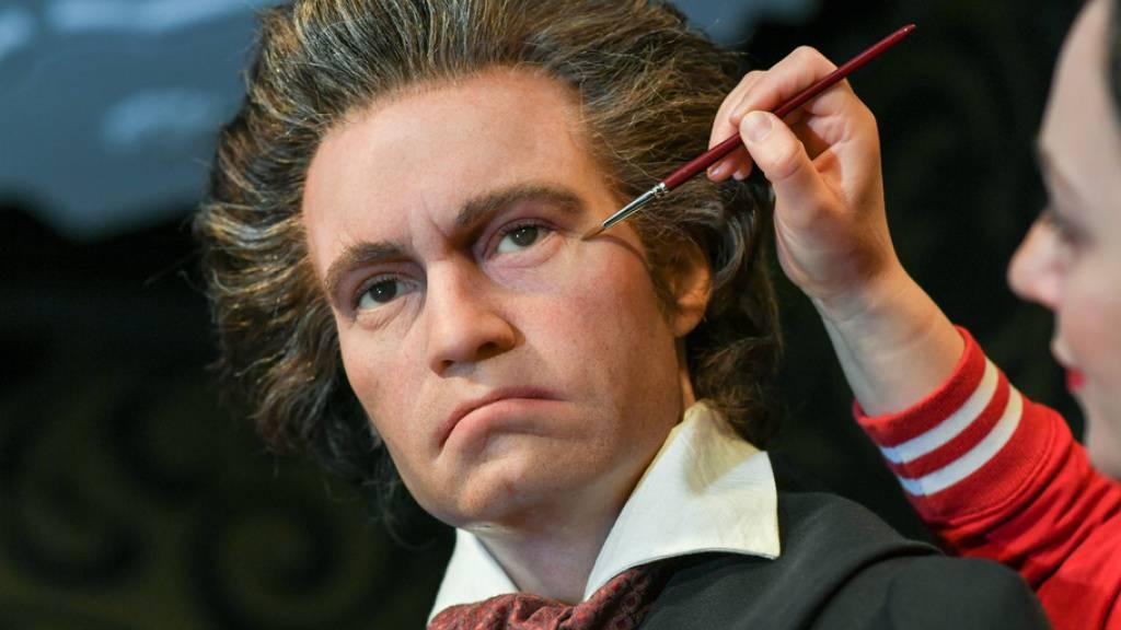 Ludwig van Beethoven, der (wahrscheinlich) am Mittwoch vor 250 Jahren geboren worden ist, als Wachsfigur. Als Kind war er noch nicht so ein Griesgram wie als Erwachsener, sondern wild, vergnügt und nervig. Das berichtet sein Nachbar Gottfried Fischer. (Archivbild)