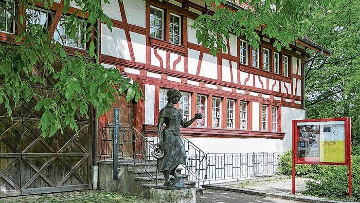 Das Gluri-Suter-Huus liegt im Dorfkern Wettingens.