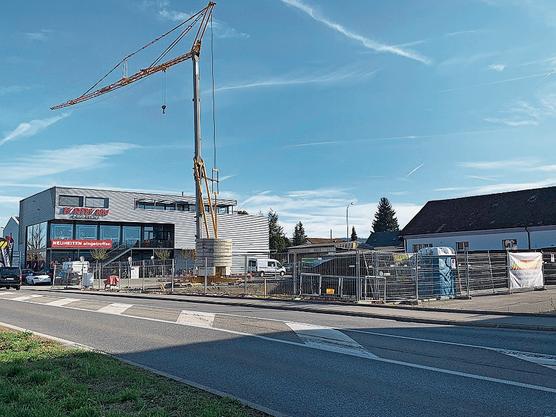 Im Bau: Die Coop-Tankstelle an der Aarauerstrasse in Lenzburg.