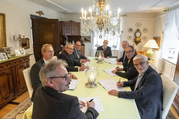 Grosser Tag im Dezember 2019: Die Gemeindeammänner unterzeichen in der Propstei Wislikofen den Fusionsvertrag.