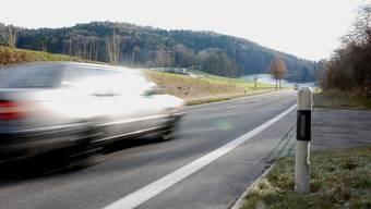 Ausserorts mit 171 Kilometern pro Stunde in die Radarfalle geflitzt: Der Raser musste seinen Führerausweis abgeben. (Symbolbild)