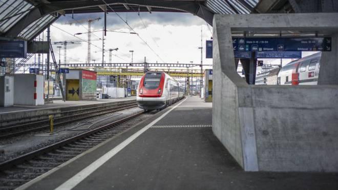Einfahrt des ICN in Zürich. Er dürfte künftig keine Anschlüsszüge mehr abwarten. Foto: Gaetan Bally / Keystone