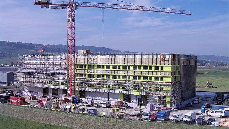 Die Webcam zeigt: Der Bibliotheksbau in Büron kommt voran.