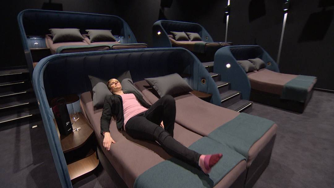 In diesem Kino kann man im Bett Filme schauen