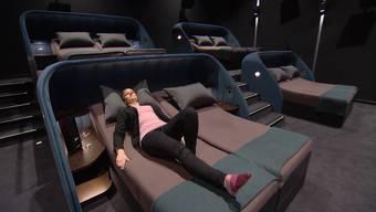 Das Pathé Spreitenbach besitzt als erstes Kino in der Schweiz Betten in den Sälen.  Wir machten für Sie den Test.