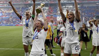 Die Amerikanerinnen um Megan Rapinoe (15), Allie Long (20) und Alex Morgan (links) gewannen in diesem Sommer die vorerst letzte WM mit 24 Mannschaften