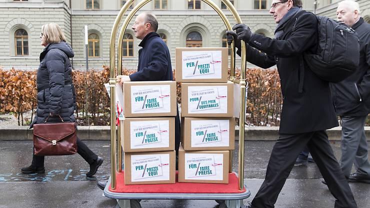 """Genügend gültige Unterschriften: Das Schweizer Stimmvolk wird sich zur Initiative """"Stop der Hochpreisinsel - für faire Preise"""" äussern können. (Archivbild)"""
