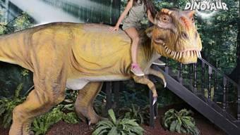 """Bild von der """"Days of the Dinosaur""""-Ausstellung in Neapel. Derzeit macht die Schau im Genfer Palexpo Halt. (Facebook)"""