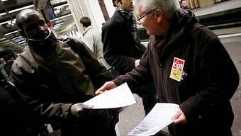 Streikender Bahnarbeiter im Januar 2009 (Archiv)
