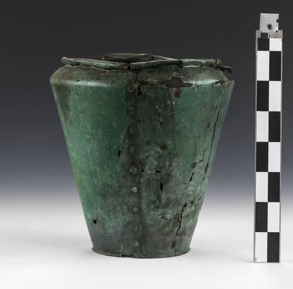 Bronzesitula aus dem Grabhügel I im Hohbühl, die aus der frühen Eisenzeit stammt.