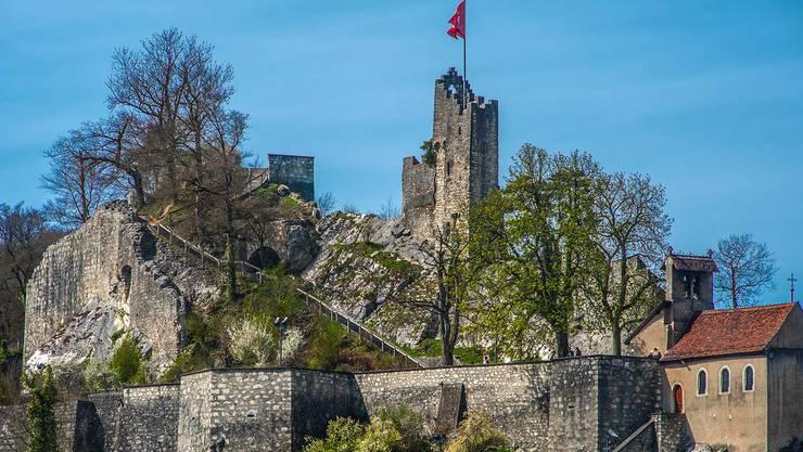 Die Burg Stein auf dem Schlossberg bei Baden ging vermutlich aus einer frühmittelalterlichen Fluchtburg hervor. Heute bietet sie einen tollen Blick über Baden.