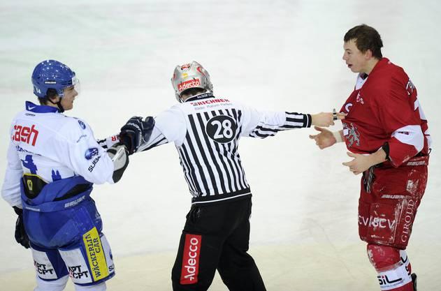 Nach dem Faustkampf gegen Lausannes Jeremie Kamerzin in der NLB.