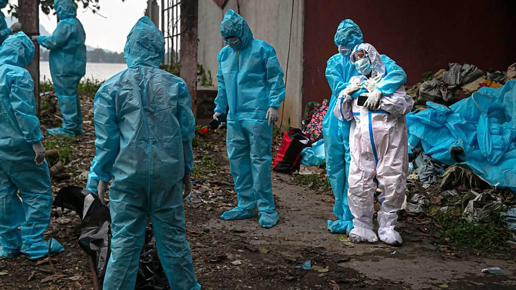 Indien: Mehr als 100 000 Tote in Zusammenhang mit Coronavirus