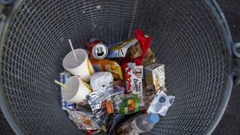 Im Hinblick auf den Klimawandel hat das Bundesamt für Statistik seine Daten zu den Umweltindikatoren aktualisiert. Eines de Ergebnisse: Schweizer produzieren zwar immer mehr Müll, recyclen aber auch immer öfter. (Symbolbild)