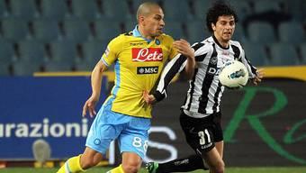 Gökhan Inler im Zweikampf mit Diego Fabbrini von Udinese