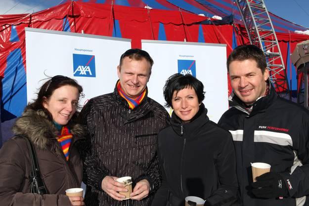 Anders Malmstroem, Geschäftsleitungsmitglied der AXA Winterthur, posiert mit Pascale Bruderer-Wyss, Nationalrätin, und deren Ehemann Urs Wyss von Ticketcorner, in der AXA Outdoor-Lounge anlaesslich des Arosa Humor-Festivals am Samstag, 4. Dezember 2010.