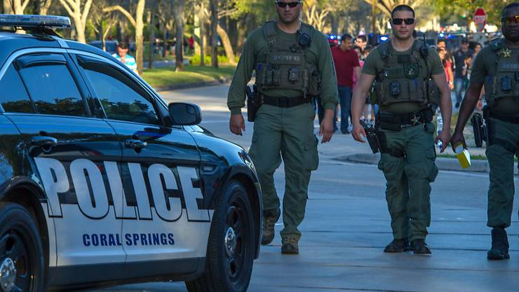 An einer Schule im US-Bundesstaat Florida erschiesst ein früherer Schüler mindestens 17 Personen.