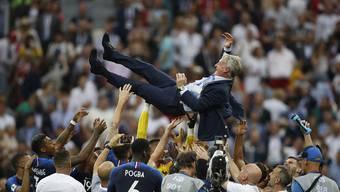 WM 2018: So feiert Frankreich auf dem Feld den Titel