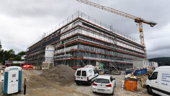 In Laufen entsteht eine neue Sekundarschule. Die Bauarbeiten verärgern einige Anwohner.