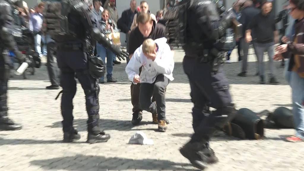 Polizei geht gegen unbewilligte Demonstration in Altdorf vor