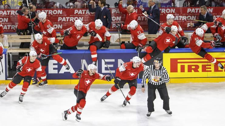 Nach Spielende gibt es für die Schweizer kein Halten mehr.