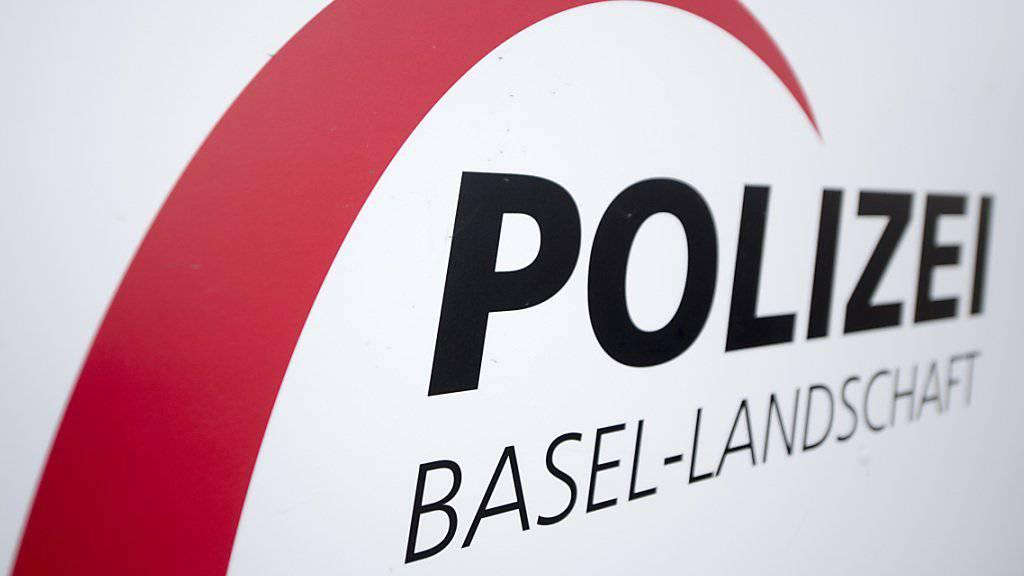 Im August 2017 hat die Baselbieter Polizei wegen eines tödlichen Streits um eine Hanf-Indooranlage ausrücken müssen. Jetzt wird Anklage wegen Mordes erhoben.(KEYSTONE/Urs Flueeler)