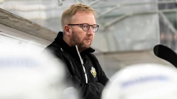 Fredrik Söderström ist  unzufrieden mit der Leistung seiner Mannschaft. Der EHC Olten unterliegt Visp 2:5.