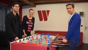 Sie sind ein gutes Team und setzen sich für die Jugendarbeit ein (von links): Jugendarbeits-Praktikant Mani Hamzavi-Louyeh, Joya Kirchhofer und Ruben Pais. Janine Müller