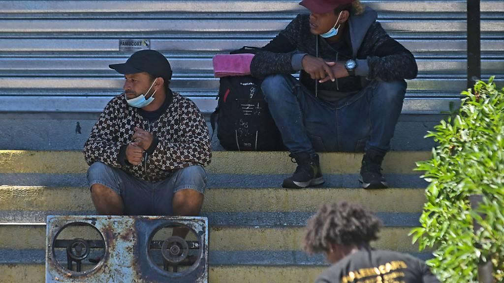 Zahlreiche Migranten in Chile: Soldaten sollen Grenze bewachen