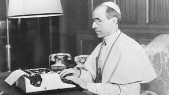 Papst Franziskus lässt das Geheimarchiv des Vatikans zum umstrittenen Pontifikat von Pius XII. während des Zweiten Weltkriegs öffnen. Auf dem Bild: Pius XII in seinem Büro im Vatikan.