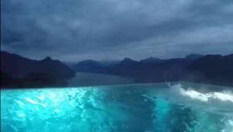 Wow! Vom Pool aus scheint es nur noch in den Himmel zu gehen ...