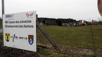 Das Glasfasernetz in Aetigkofen ist in Betrieb. Ein Plakat wies im März noch auf den Bau hin.