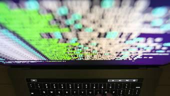 Die weltweite Cyberattacke ist unter Kontrolle, von einer Entwarnung wollen die Bundesbehörden aber nicht sprechen. (Symbolbild)