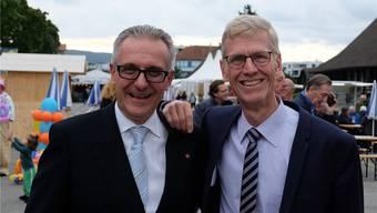Ganz gemäss dem Motto «Schliere lacht»: Nach der Generalversammlung im Stürmeierhuus gingen Hans Streuli (links) und Andreas Geistlich weiter ans Schlierefäscht. Die beiden haben die Wirtschaftskammer Schlieren lange gemeinsam geführt. Nun gibt Streuli sein Co-Präsidium ab und Geistlich ist neu Präsident.