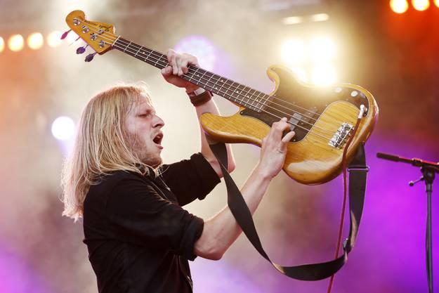Die Winterthurer Combo Jack Slamer (im Bild Bassist Hendrik Ruhwinkel) eröffneten die Virgin Radio Rock Night auf dem Heitere Zofingen.