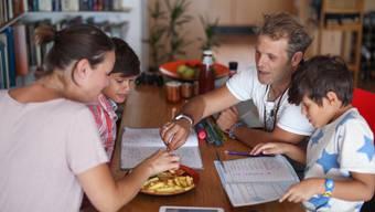 Hausaufgaben machen, Znacht essen, zusammen reden, klappt nicht immer so harmonisch.