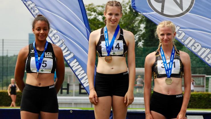 v.l.n.r. Amanda Born, Muriel Fabich (erfolgreichste Athletin dieser MS), Lina Potgeter