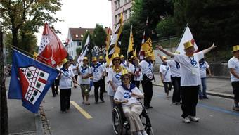 Teil des öffentlichen Lebens. Geistig behinderte Menschen am Umzug anlässlich des Schlierefäschts 2011. Archiv/Sophie Rüesch