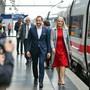 Das norwegische Kronprinzenpaar Mette-Marit und Haakon ist in Frankfurt angekommen: Mit einem Literaturzug waren sie seit Montag in Deutschland unterwegs, um nun die Buchmesse in Frankfurt zu besuchen. In diesem Jahr ist Norwegen Gastland auf der Messe.
