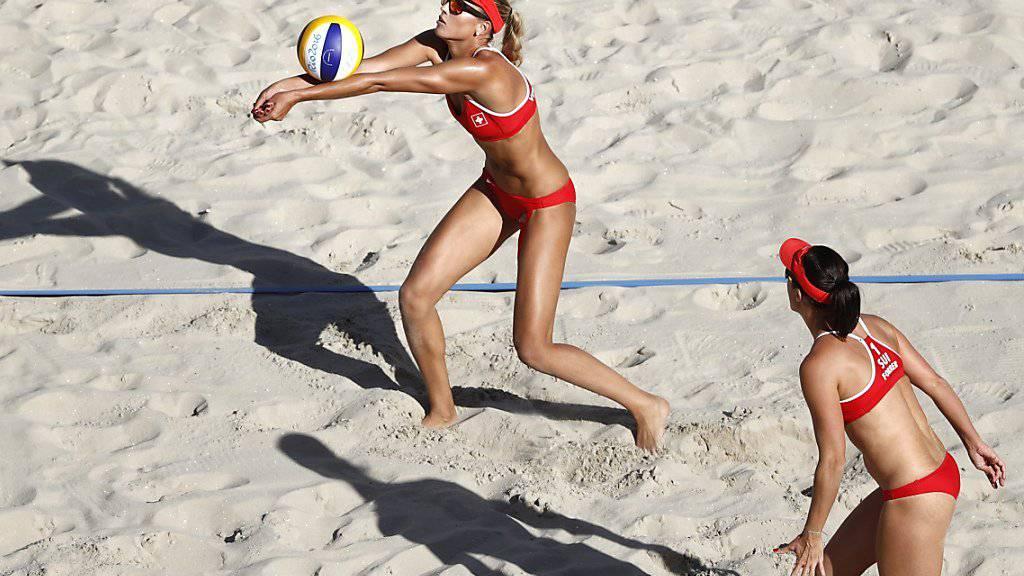 Die Schweizer Beachvolleyballerinnen Anouk Vergé-Dépré (links) und Isabelle Forrer sind am Finalturnier in Toronto dabei