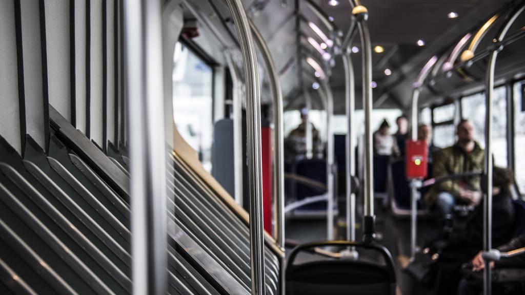 Mann masturbiert in Bus – Zeugin von Polizei enttäuscht
