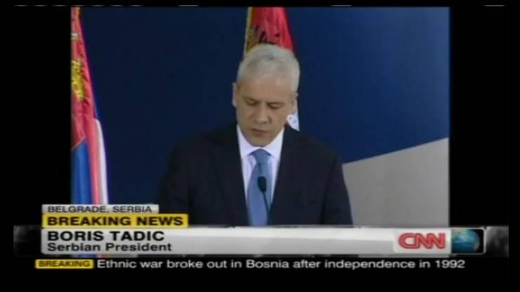 Serbiens Präsident Boris Tadic vor den Medien.