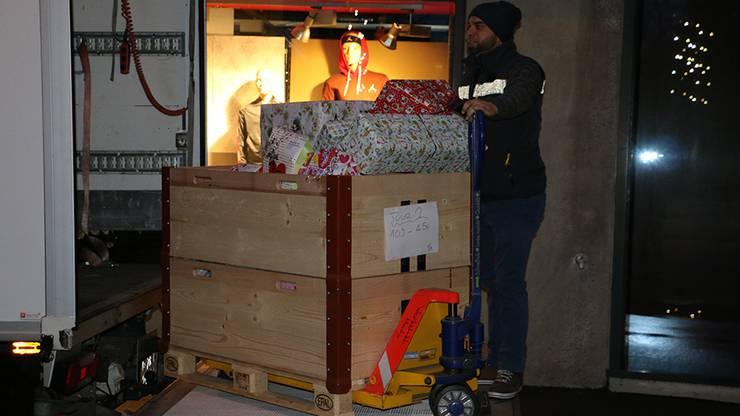 Alle Geschenke sind verpackt und werden auf diversen Routen verteile
