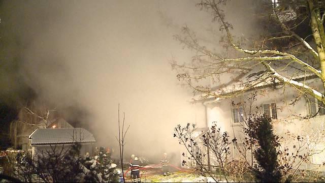 Mehrfamilienhaus brennt in Leutwil im Seetau