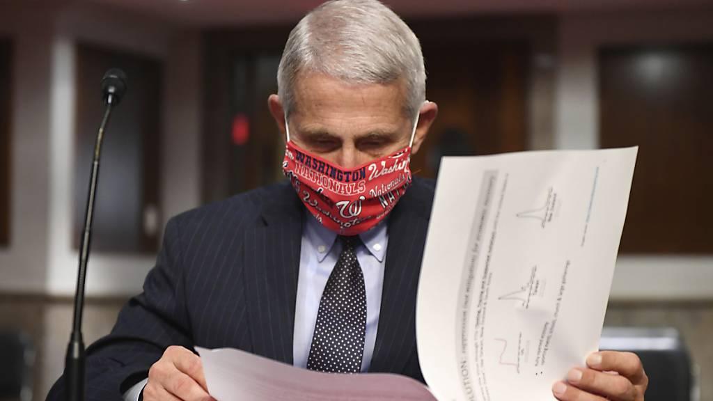Der Immunologe und Berater der US-Regierung, Dr Anthony Fauci, bezeichnet das Coronavirus wegen seiner leichten Übertragbarkeit als «schlimmsten Alptraum». (Foto: Kevin Dietsch/AP/KEYSTONE-SDA)