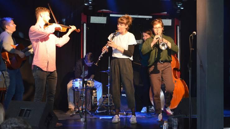 Die Band Otrava spielt Stücke aus dem Klezmer- und Gipsy-Jazz-Bereich.