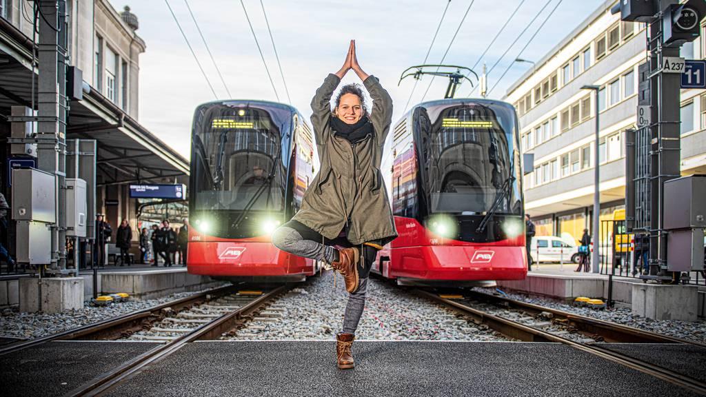 Yoga im Zug: «Das Wackeln ist ein super Element»